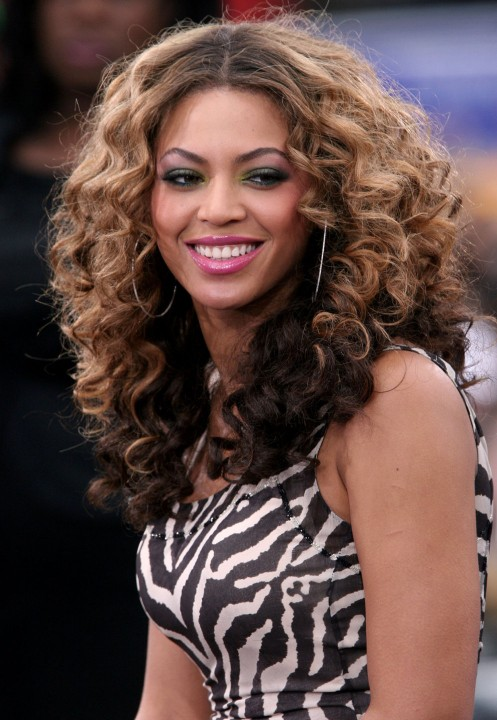 beyonce knowles center part curly hair style - hairstyles weekly