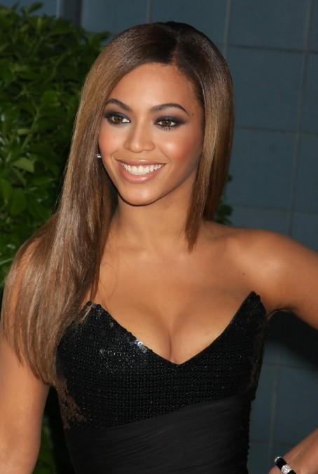 Beyonce Knowles Sleek & Asymmetrical Long Hairstyle - Hairstyles ...