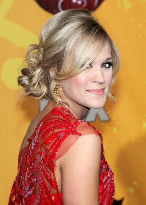 Carrie Underwood Loose Bun Updo Hairstyle With Side Bangs