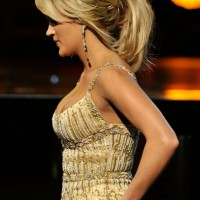 Carrie Underwood Loose Ponytail for Medium Hair