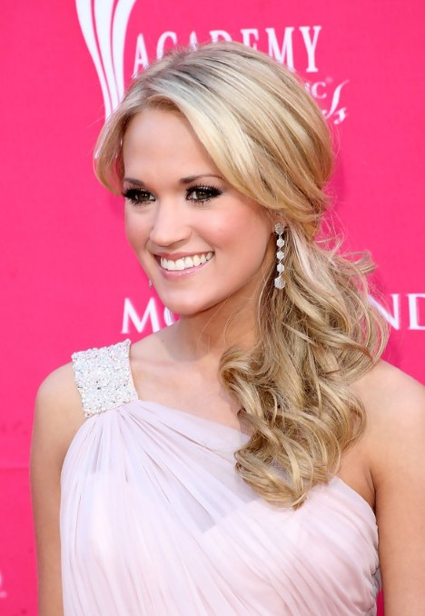 Carrie Underwood Loose Ponytail Hair Style for Long Hair
