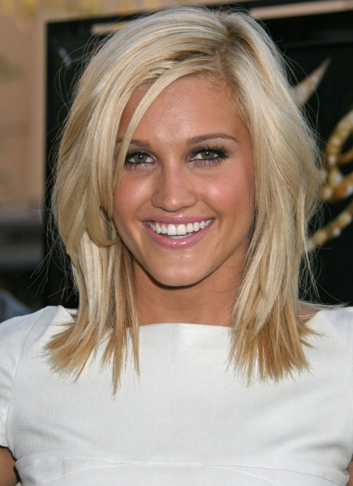 Cute Medium Length Hairstyle: Medium Straight Hair Style ...