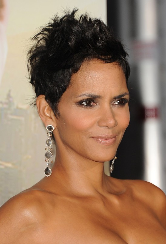Picture of Halle Berry Short Black Pixie Haircut /Getty Images ...