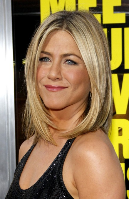 Jennifer Aniston Bob Haircut: Medium Straight Hairstyle for Women ...