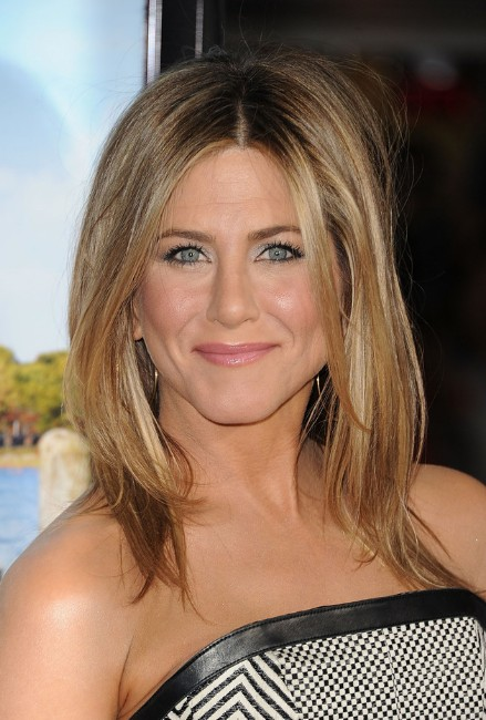 Jennifer Aniston Medium Straight Hairstyle: Sexy Ombre Hair!