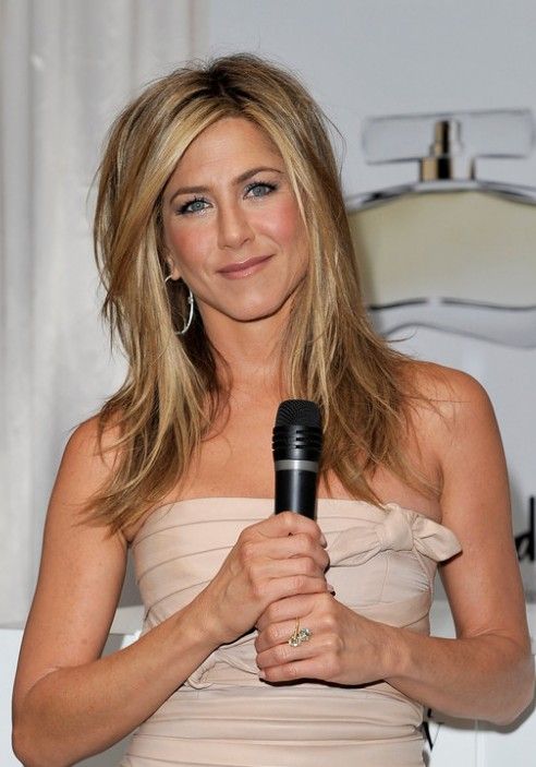 Jennifer Aniston Shoulder Length Hairstyles with Side Bangs/Getty ...