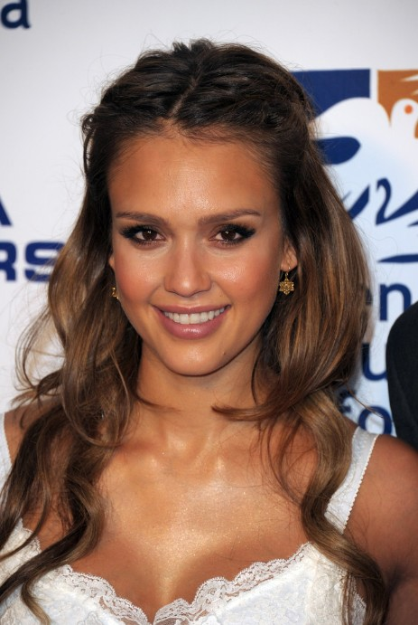 Surprising Jessica Alba Cute Half Up Half Down Hairdo Hairstyles Weekly Hairstyles For Women Draintrainus