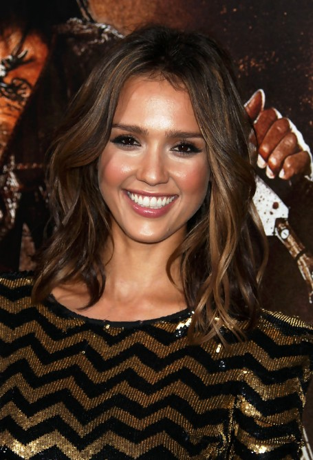 Jessica Alba Medium Layered Wavy Hairstyle - Hairstyles WeeklyJessica Alba Lob