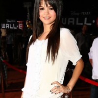 Selena Gomez Hairstyles: Long Sleek Hairstyles for Girls