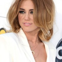 Miley Cyrus Layered Medium Length Hairstyles: So Sexy!