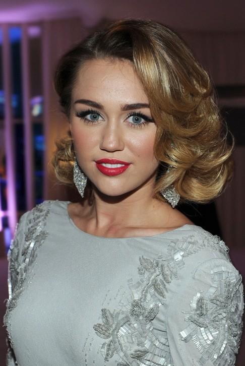 Miley Cyrus Medium Curly Hairstyles 2012: Elegant! - Hairstyles Weekly