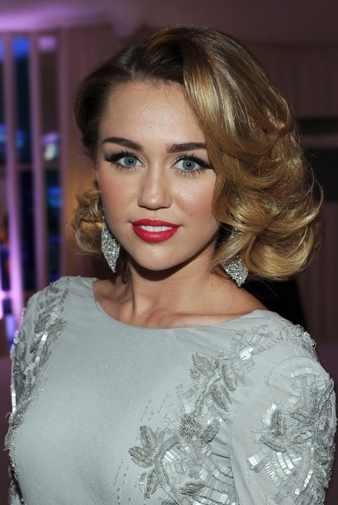 Fantastic Miley Cyrus Medium Curly Hairstyles 2012 Elegant Hairstyles Weekly Hairstyle Inspiration Daily Dogsangcom