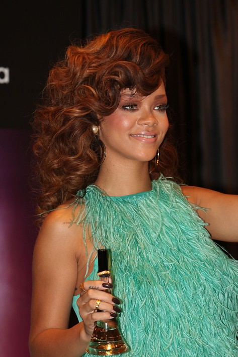 Rihanna Curly Hairstyles for Long Hair - Hairstyles Weekly