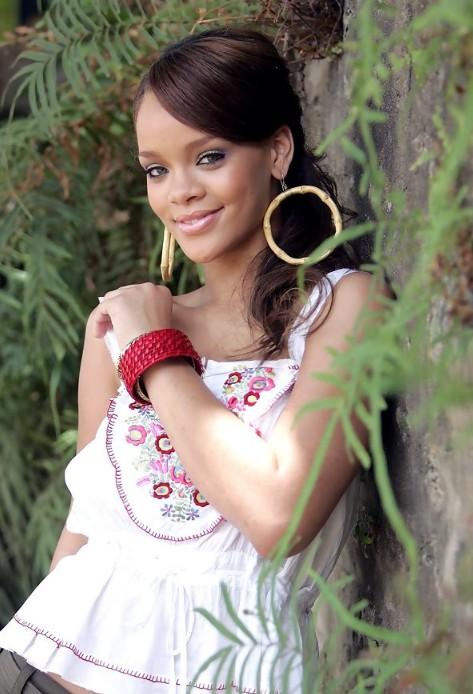 Rihanna Romantic Loose Ponytail Hairstyle
