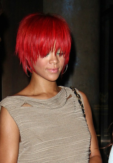 Rihanna Short Red Hairstyles: Trendy Short Straight Haircut for ...