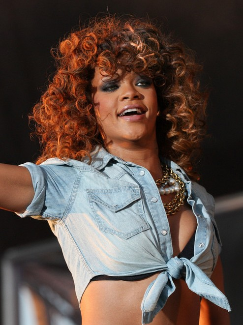Rihanna Shoulder Length Curly Hairstyles with Layers