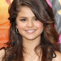Selena Gomez Hairstyles: Beautiful Long Hairstyles for Girls