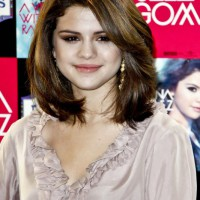 Selena Gomez Layered Medium Hairstyles