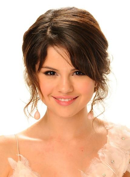 Sensational Selena Gomez Hairstyles Weekly Hairstyles For Women Draintrainus