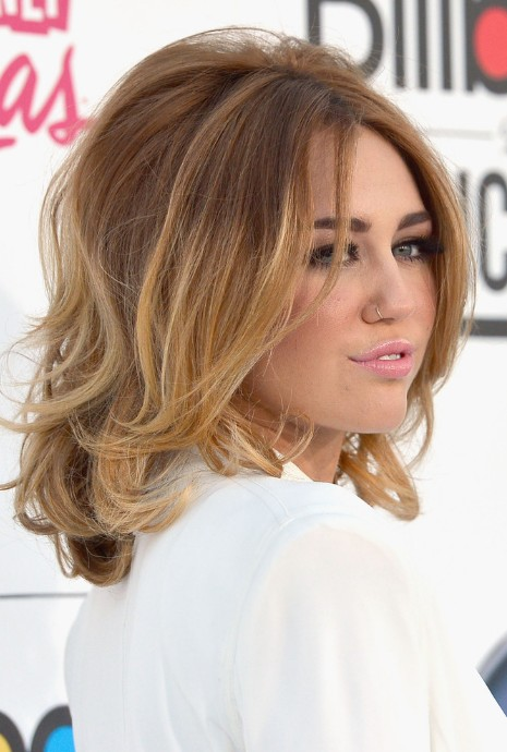 Side View Of Miley Cyrus Medium Ombre Hair Voluminous Bob Hairstyles Weekly