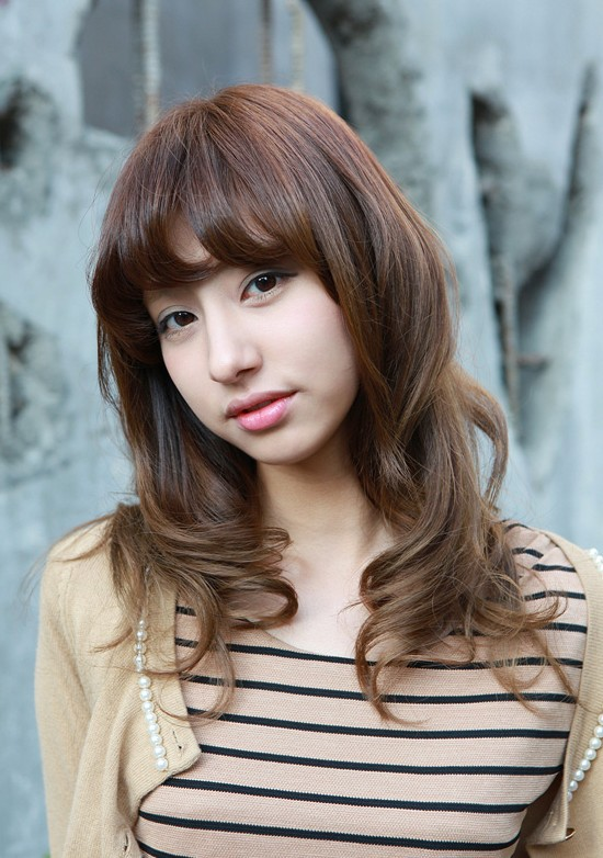 Asian Girls Shoulder Length Wavy Hairstyle with Full Bangs ...