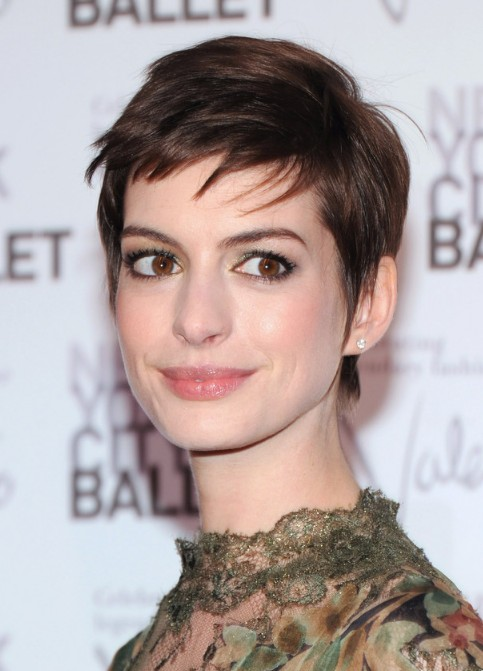 Anne Hathaway Short Haircuts Simple Pixie Cut Hairstyles Weekly