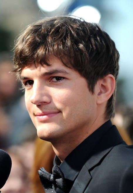 ashton kutcher cool layered short haircut for men - hairstyles weekly