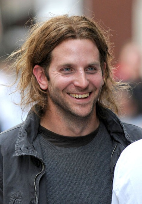 hair styles men long hair bradley cooper center parted hair styles for 3224 | Bradley Cooper Long Hairstyles for Men