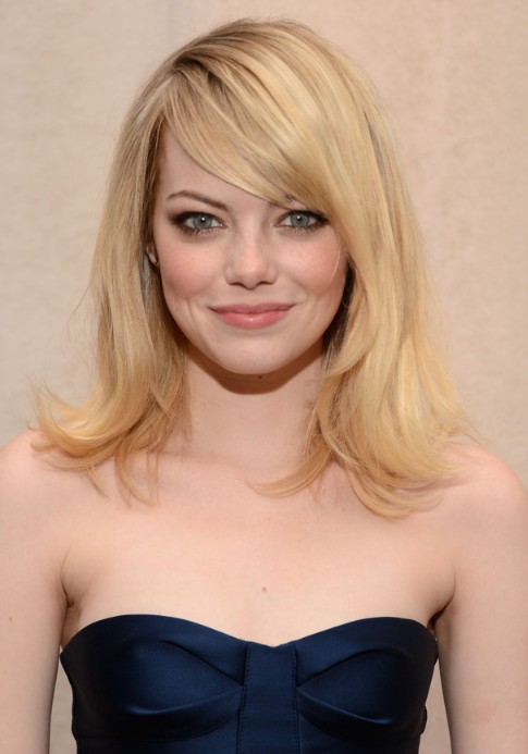 Emma Stone Layered Medium Length Hairstyle With Side Swept Bangs Hairstyles Weekly