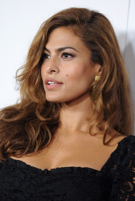 Eva Mendes Glamorous Long Side Part Hairstyle For Long