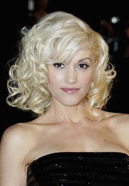 Gwen Stefani Medium Blonde Curly Hairstyle with Bangs
