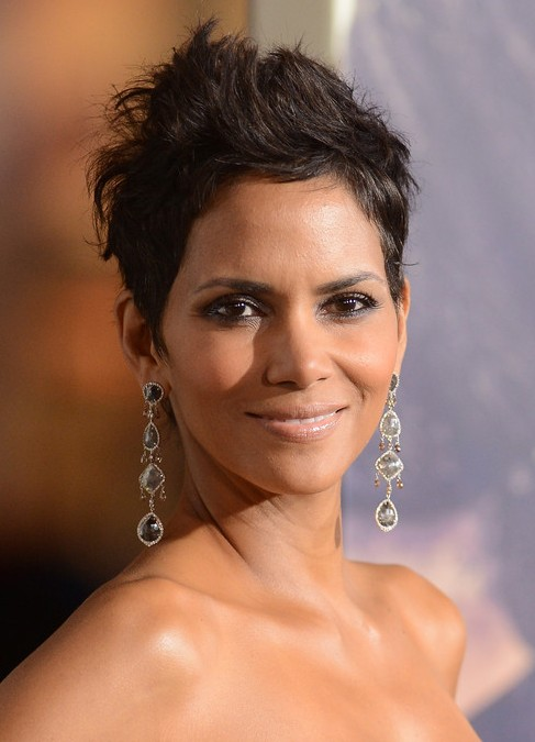 Picture of Halle Berry Pumped Up Pixie Cut /Getty Images ...