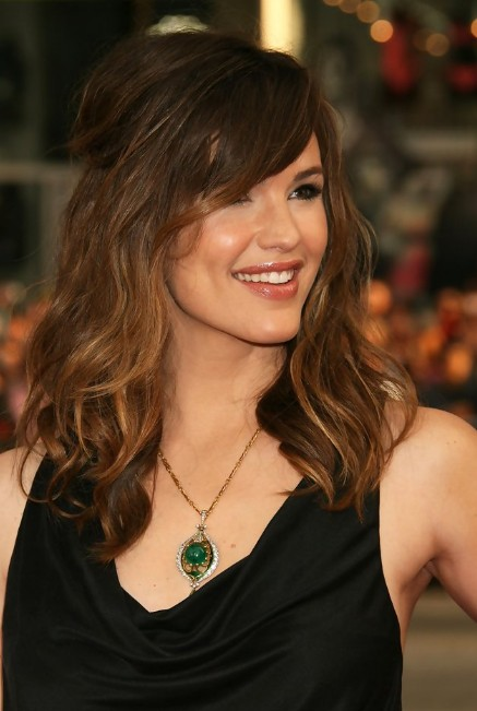 Jennifer Garner Hairstyle Layered Long Wavy Hairstyle With Side