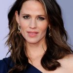 Jennifer Garner Medium Length Hairstyle for Women Over 40