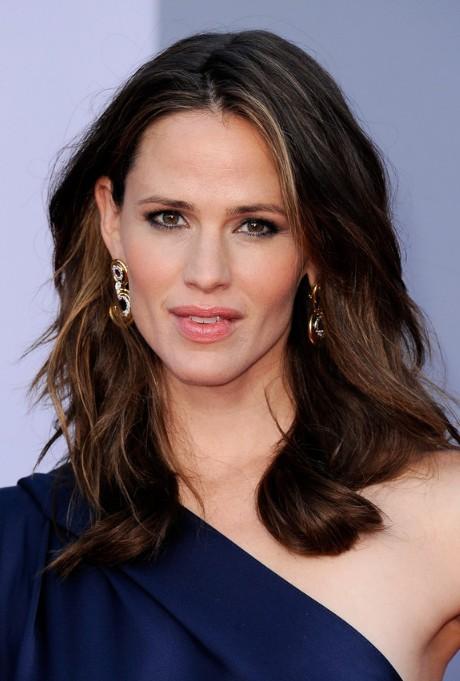 Jennifer Garner Medium Length Hairstyle for Women Over 40