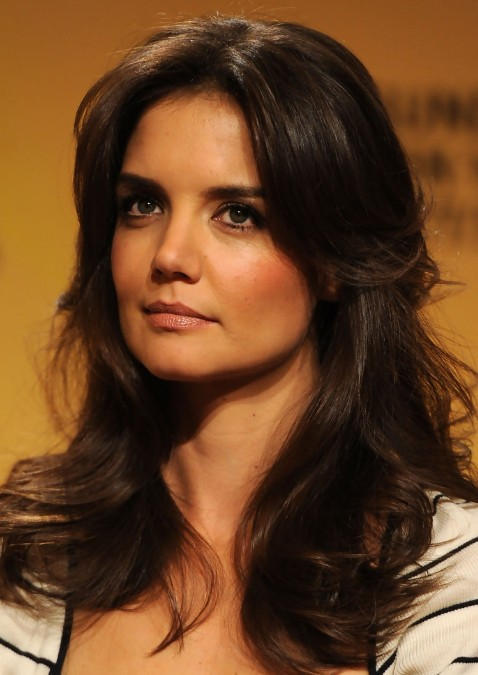 katie holmes layered long wavy hairstyle: hot moms haircut