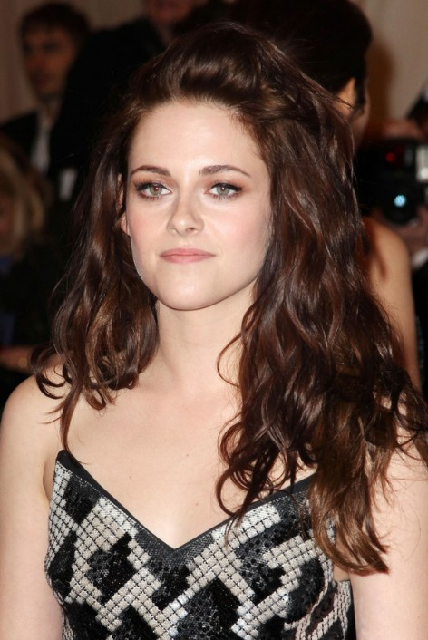 Kristen Stewart Hairstyles for Long Wavy Hair