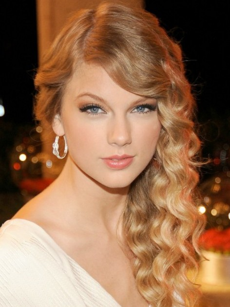 Long Blonde Curly Hairstyle for Prom