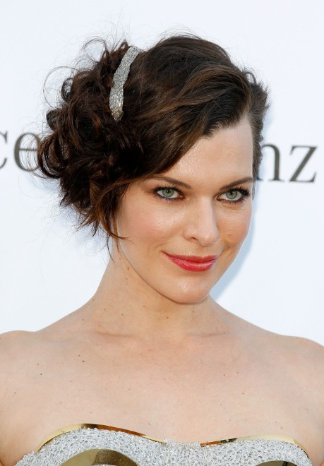 Milla Jovovich Short Hairstyle Sexy Curled Out Bob Cut