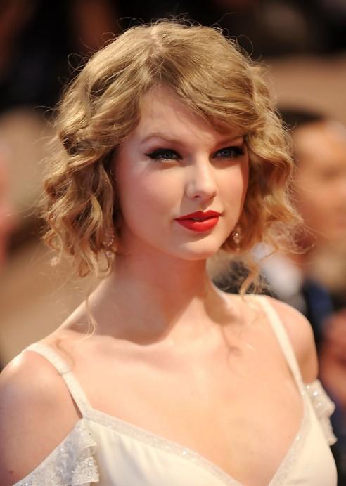 Peachy Taylor Swift Faux Bob Chic Curly Wavy Bob Hairstyle Hairstyles Short Hairstyles Gunalazisus