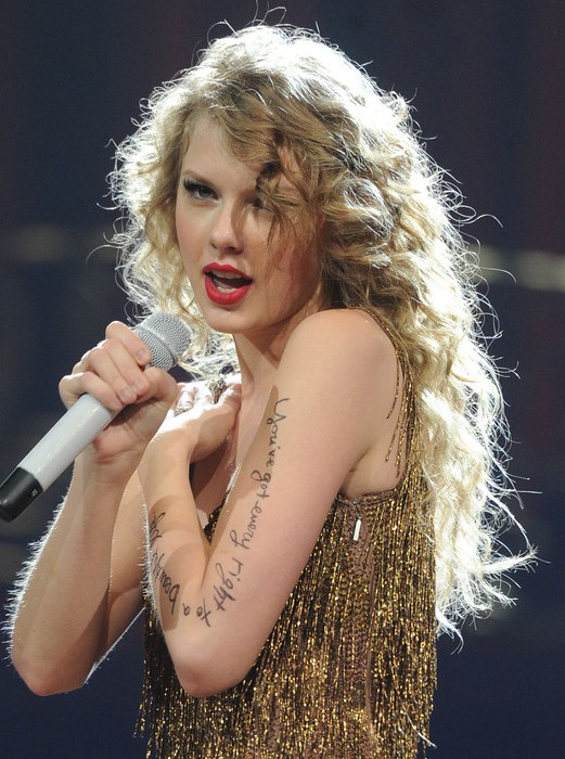 Taylor Swift Long Blonde Curly Hairstyles