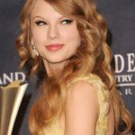 Taylor Swift Long Curly Hairstyles