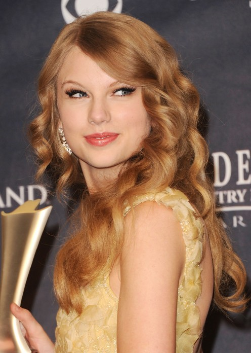 taylor swift perfect big spirals hairstyles weekly