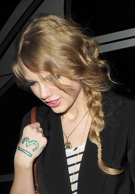 Taylor Swift Casual Loose Side Braided Hairstyle For Long