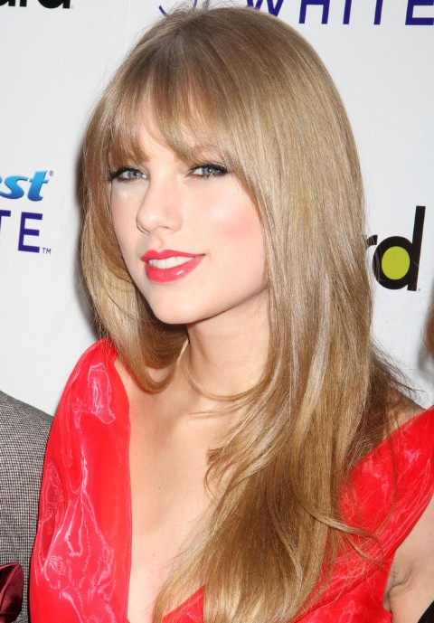 Taylor Swift Long Blonde Straight Hairstyle With Bangs