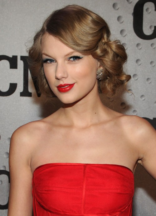 Picture of taylor swift updo hairstyle for prom getty images