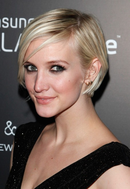 Ashlee simpson short hairstyle chic graduated bob cut ashlee simpson short graduated bob haircut urmus Gallery