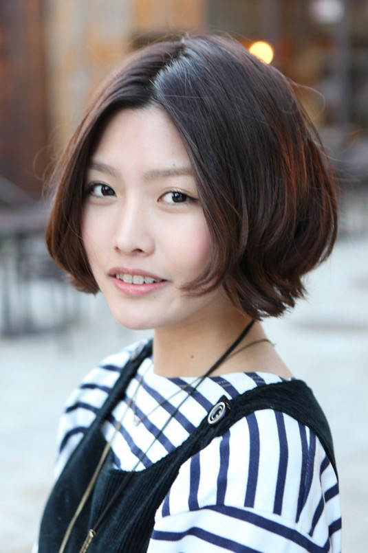 Korean Hairstyle 2013  Pretty Center Parted Bob HaircutKorean Girl Hairstyle 2013