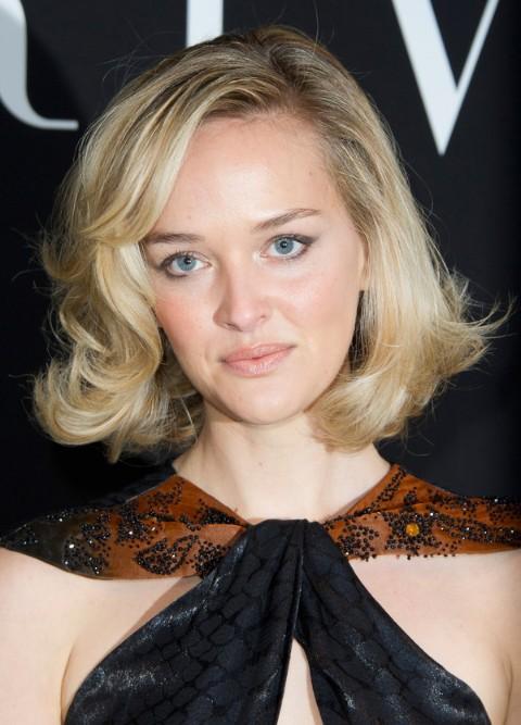 jess weixler short haircut: casual blonde curly bob hairstyle