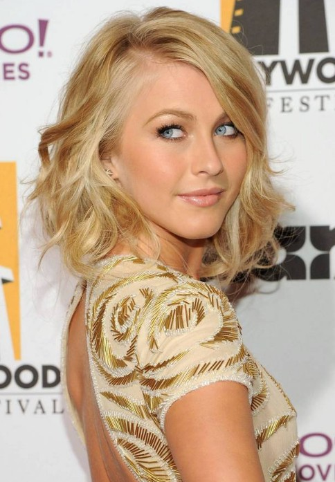 Julianne Hough Medium Hairstyle: Cute Soft Wavy Hairstyle with Side